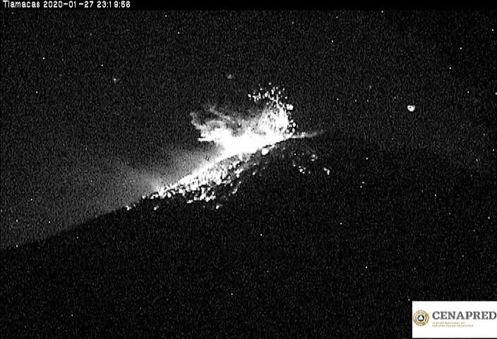 Explosion with incandescent fragments from Popocatépetl volcano (image: CENAPRED)