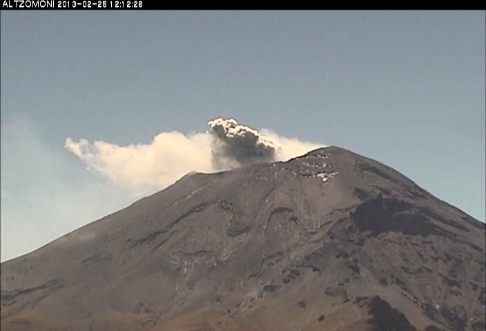 Weak ash emission at Popocatépetl yesterday (CENAPRED)