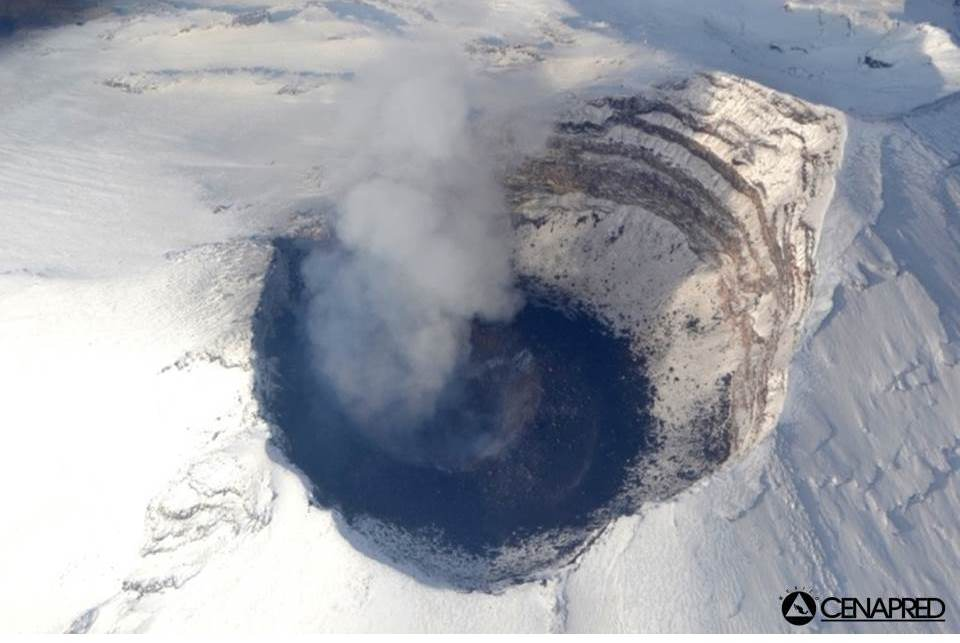 Aerial view of the lava dome in Popo's crater on 18 May (CENAPRED)