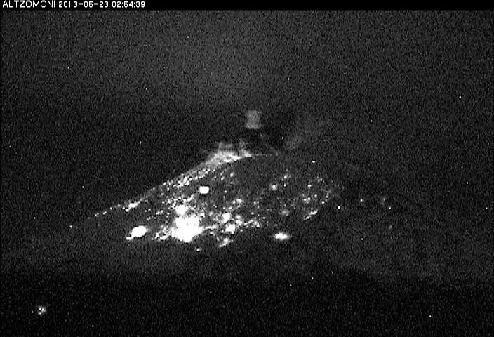 Powerful explosion yesterday at 02:54 local time (CENAPRED webcam)