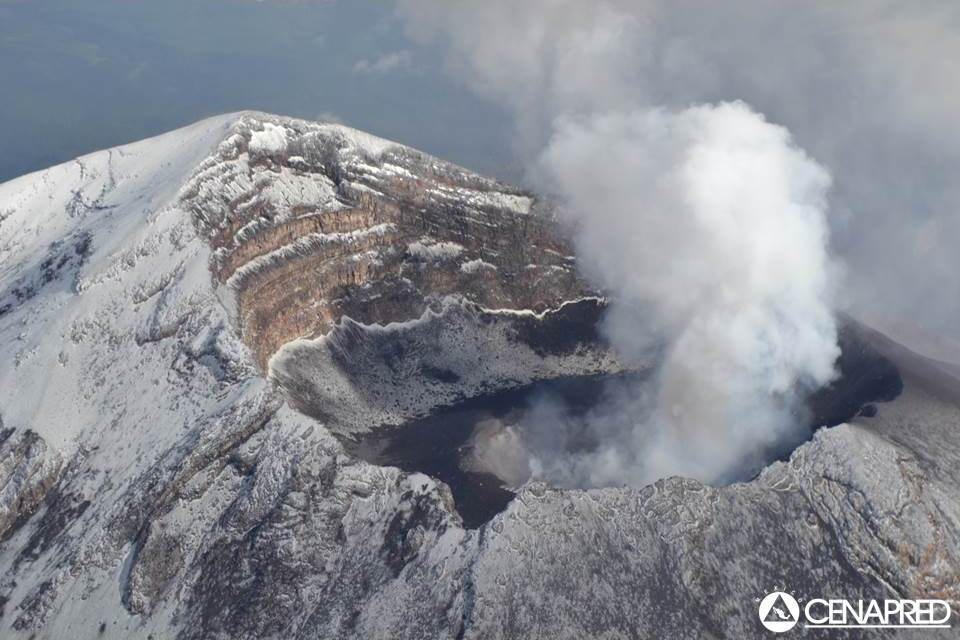 Aerial view of the crater of Popocatepetl on 25 June (CENAPRED)