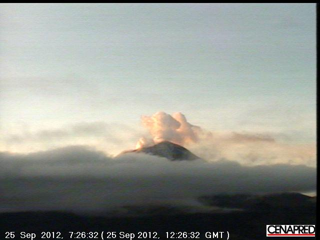Steaming Popocatépetl early on 25 Sep