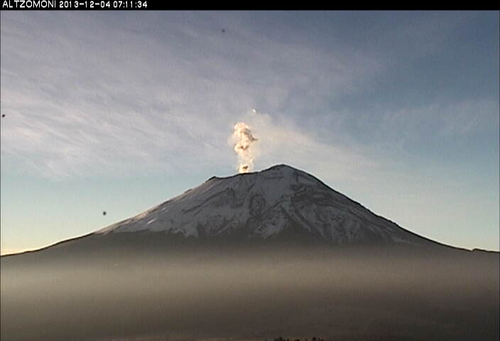 Small steam / gas emission from Popocatépetl yesterday