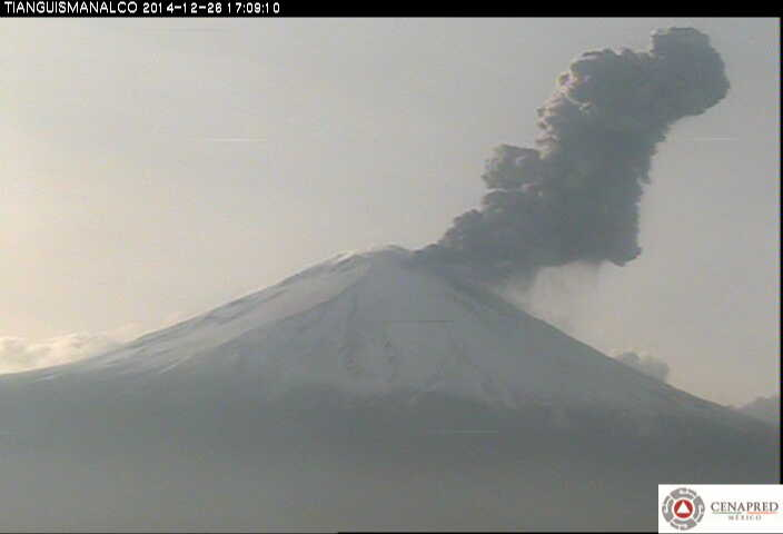 Ash plume from a moderately strong explosion at Popocatépetl on Friday