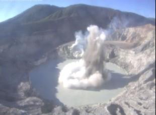 Phreatic explosion at Poàs volcano yesterday morning (Ovsicori webcam)