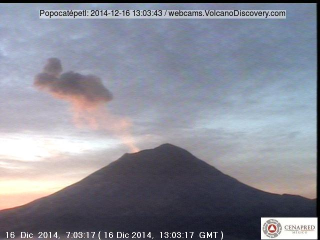 Small explosion from Popocatépetl this morning
