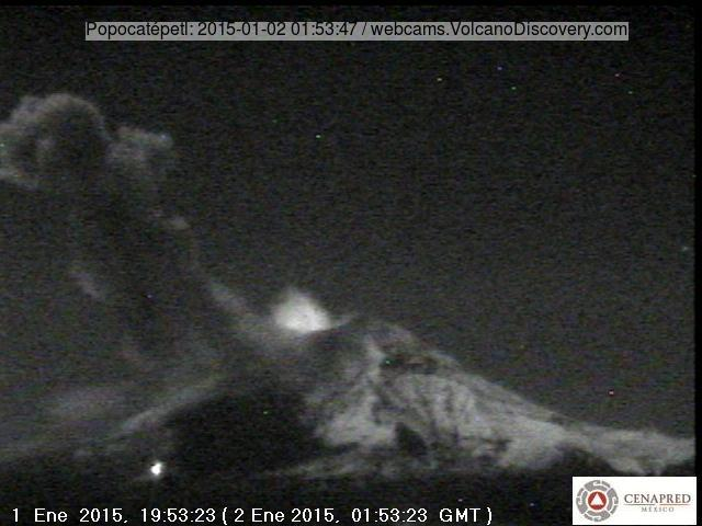 Glow from Popocatépetl's summit crater