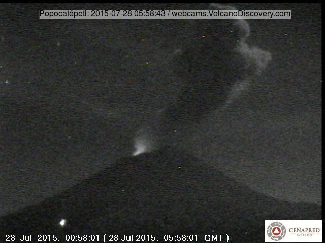 Ash plume, approx. 2 km tall, from an explosion at Popo this morning and the glow from the active lava dome in its crater (CENAPRED webcam)