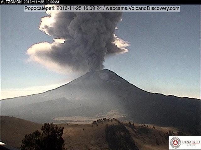 Beginning of the eruption of Popocatépetl volcano on 25 Nov 2016