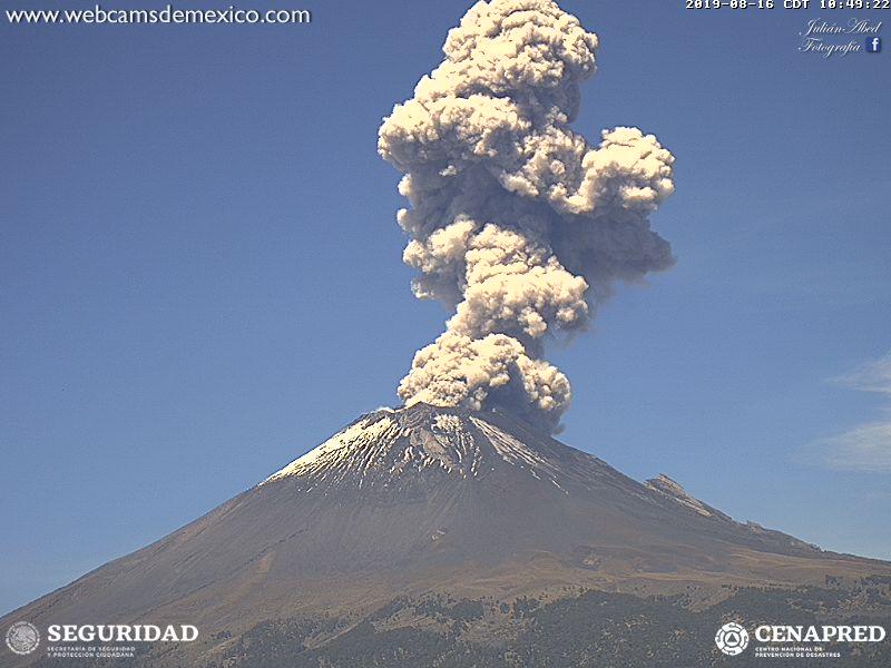 Eruption of Popocatépetl this afternoon (image: Volcanes de México webcams)