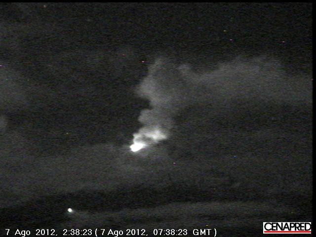 Glow from the growing lava dome of Popo early on 7 Aug (CENAPRED webcam)