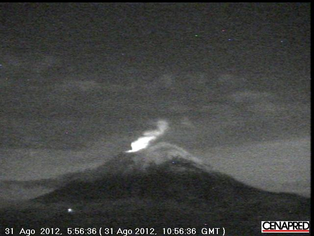 Popo with glow from the summit seen early on 31 Aug (CENAPRED)
