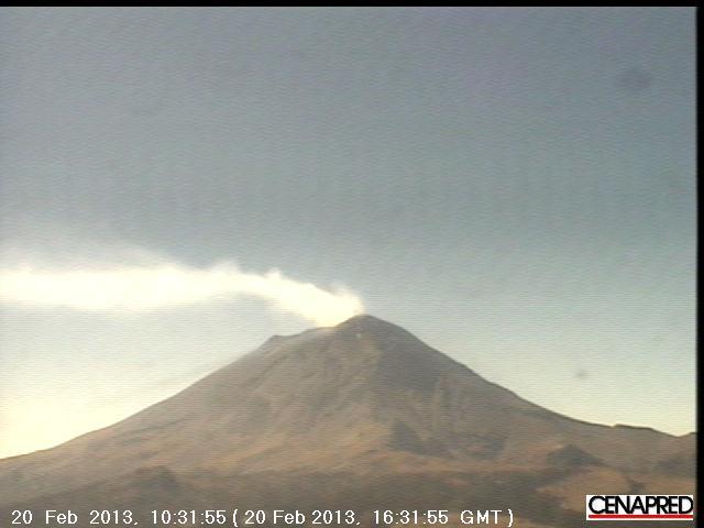 Degassing plume from Popocatepétl today (CENAPRED webcam)