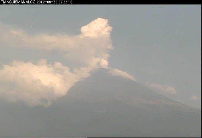 Steaming Popocatépetl on 30 Sep