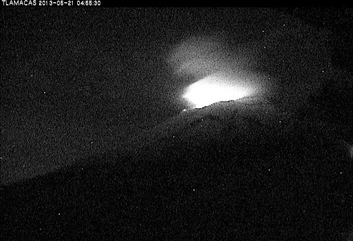 Glow from Popocatépetl's summit (CENAPRED webcam)