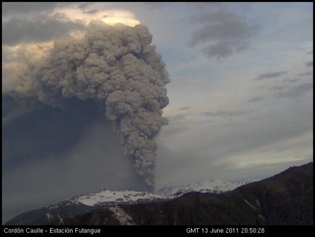 Puyehue-Cordón Caulle, 13 June 2011: image from camera number 2 at 20:50 GMT.