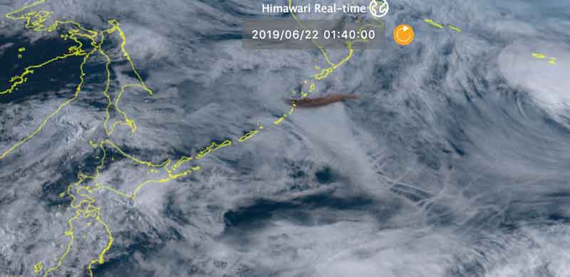 The dark brown ash plume from Raikoki's eruption earlier this evening (image: Himawari-8 satellite)