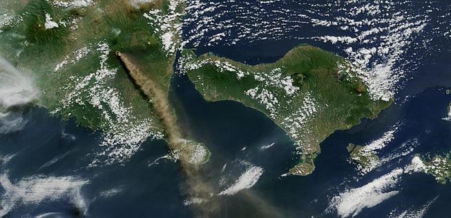 Raung's ash plume yesterday (NASA satellite image)