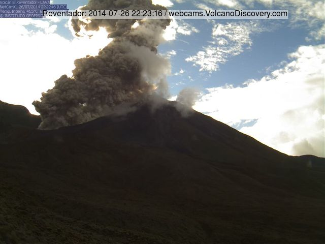 Pyroclastic flow from an explosion at Reventador on 26 July evening (IGPEN webcam)