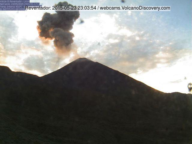 Small explosion at Reventador volcano yesterday