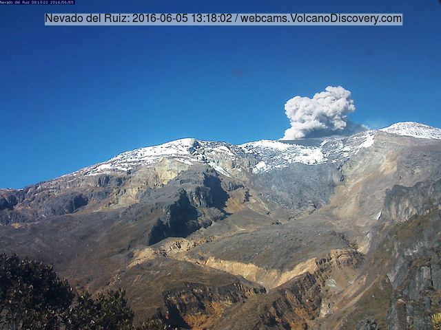 Ash emission from Nevado del Ruiz yesterday (Azufrado webcam)