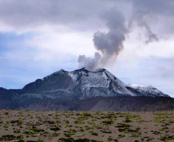 Steaming Sabancaya volcano on 12 Nov 2014 (IGP)