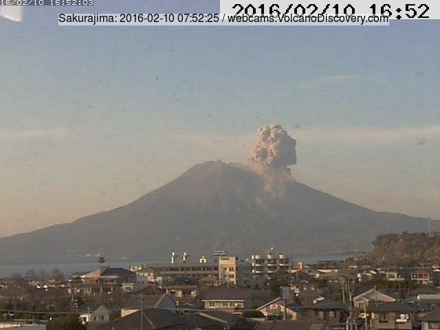 Small explosion at Sakurajima this morning