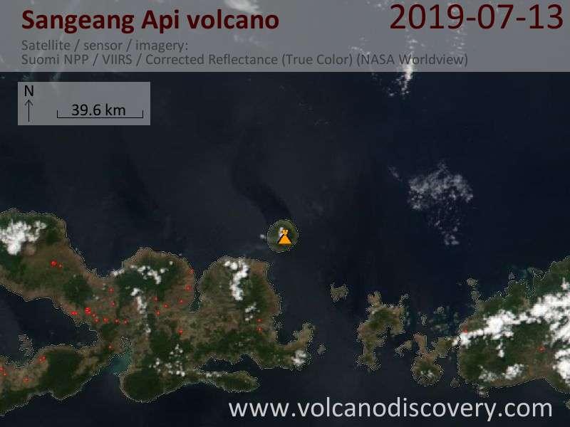 Satellitenbild des Sangeang Api Vulkans am 14 Jul 2019