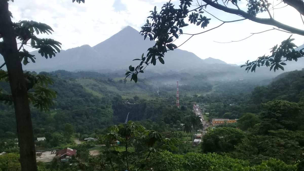 Santa Maria volcano and Santiaguito seen from the south (image: CONRED)