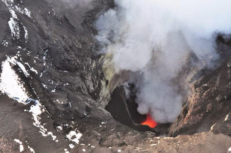 Shishaldin volcano's lava lake seen on 10 Aug (image: Cyrus Read / AVO)