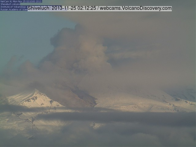 Shiveluch volcano this morning (KVERT webcam)
