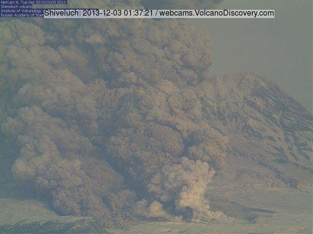 Large pyroclastic flow from Shiveluch volcano this afternoon (KVERT webcam)
