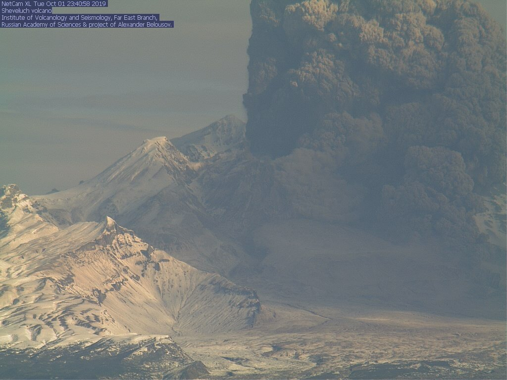 Eruption column and pyroclastic flow at Shiveluch volcano this morning