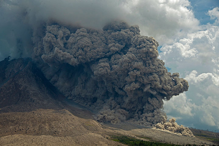 Pyroclastic flow at Sinabung volcano today at 12:22