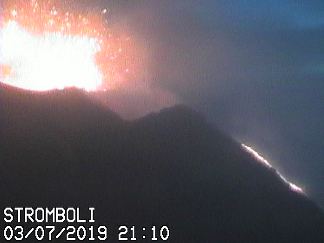 Strombolian eruption this evening from Stromboli's western vent and the active lava flow (image: Vulcani a piedi webcam)