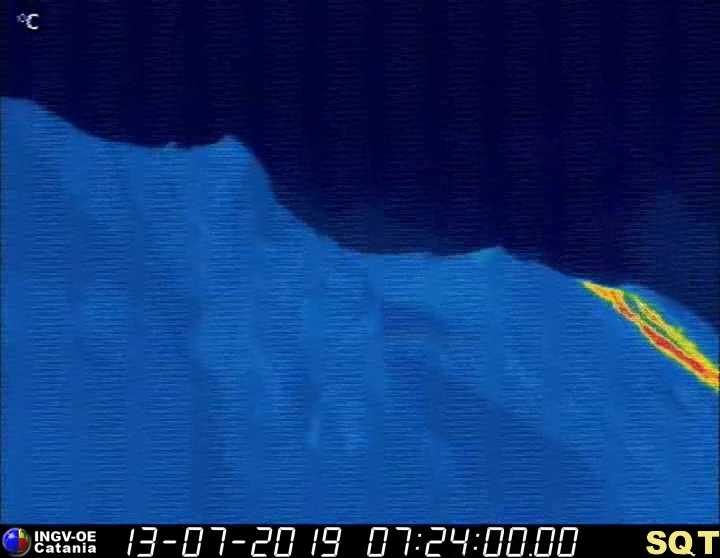 The lava flow in the central part of Stromboli's Sciara issuing from the North crater as of now (image: INGV thermal webcam)