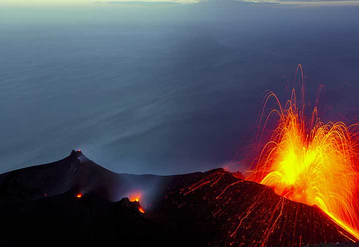 Strombolian eruption from the NE vent (21 May 2013)
