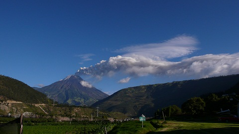 Tungurahua on the afternoon of 19 Aug (photo S. Hidalgo, OVT/IGEPN)