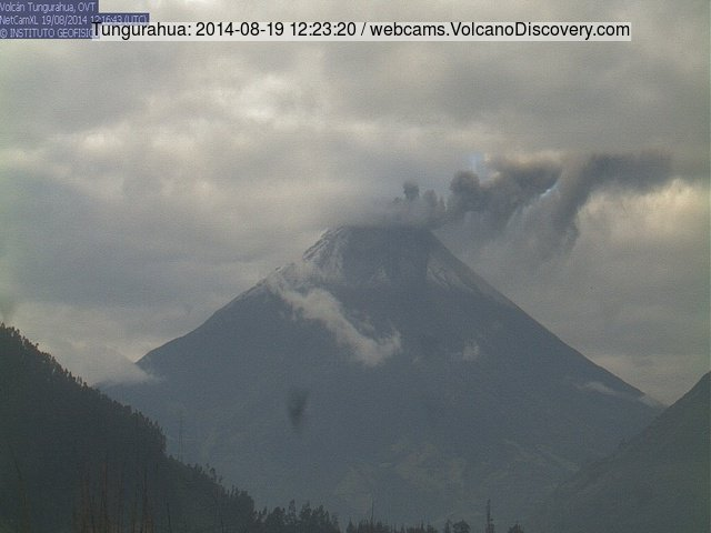 Small eruption at Tungurahua this morning (IGEPN webcam)