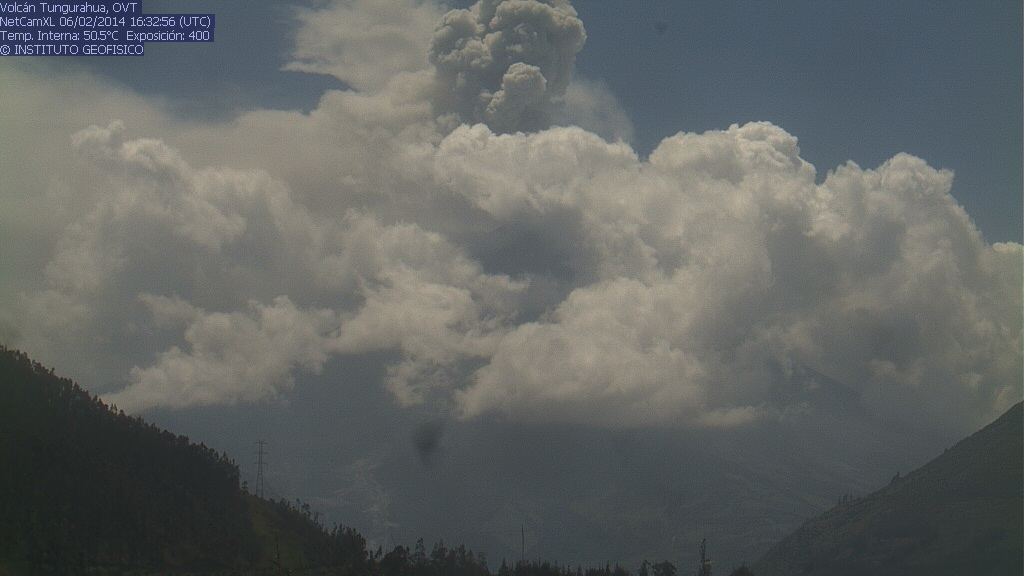 Ash plume from an explosion of Tungurahua this afternoon