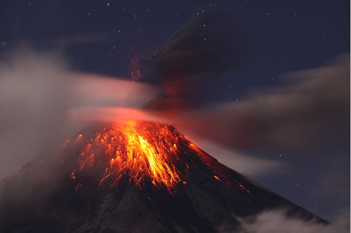 Strombolian activity from Tungurahua in the night of 19 July (photo P. Ramón - OVT/IGEPN)