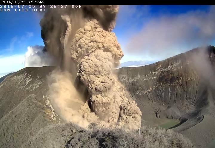 Eruption of Turrialba this morning (image: RSN)