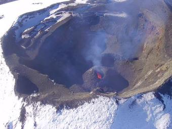 A new cone has formed around the vent in Villarrica's summit crater seen during an overflight yesterday (image: metalesrojos valpo @met_valpo / twitter)