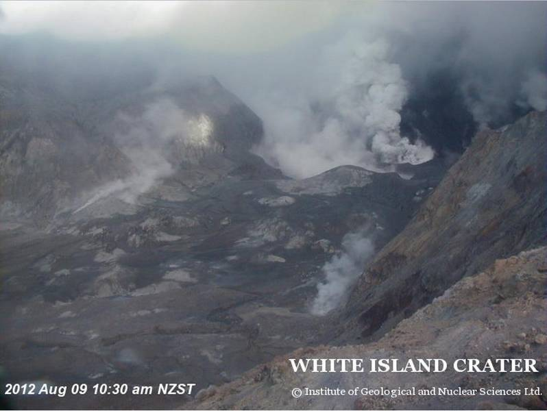 Webcam image of the steaming and ash-venting in the Crater Lake (GeoNet)